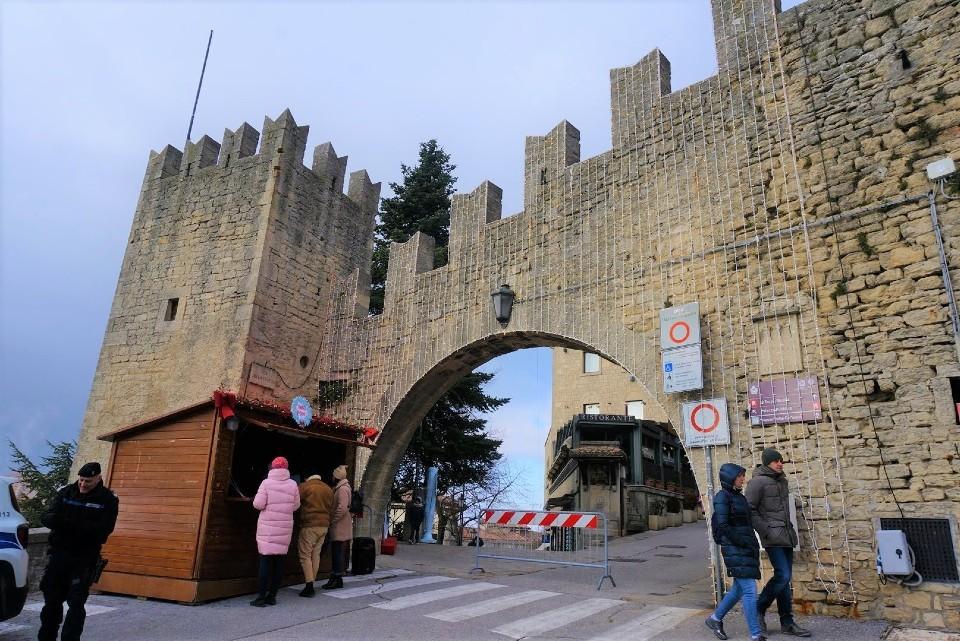 サンマリノ共和国の城壁