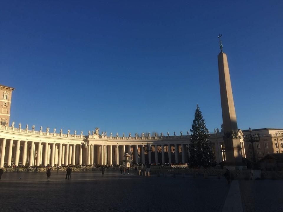 サンピエトロ大聖堂とサンタンジェロ城