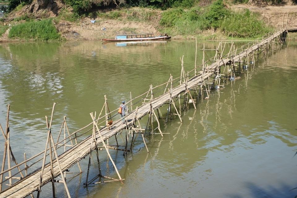 Bamboo Bridge(乾季にのみかかる橋)