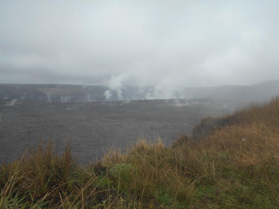 ボルケーノ・エントランスステーションハウスから見た火山の煙
