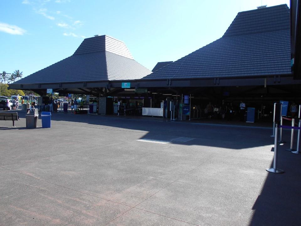 コナ国際空港へ