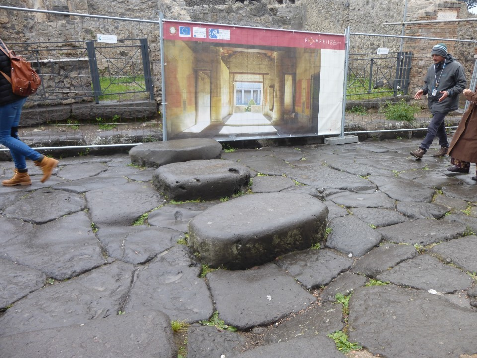 ポンペイ遺跡、横断歩道と浴場
