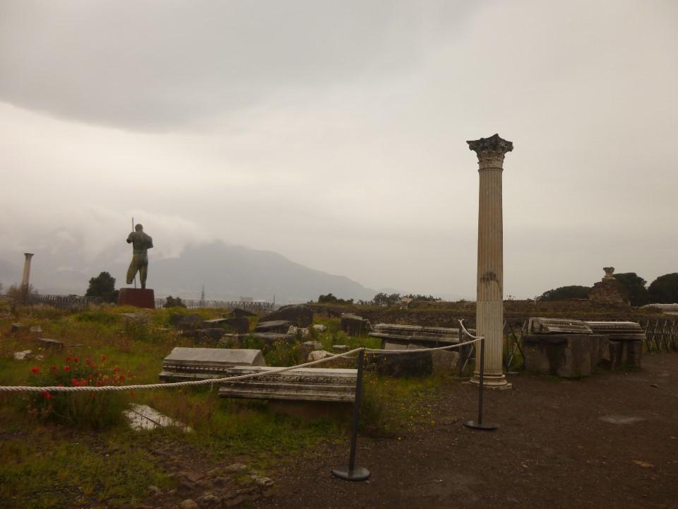 ポンペイから見るヴェスヴィオ山