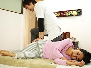 メナージュケリー掲載・名古屋骨盤矯正口コミNo.1サロンで、歪みや痛みやコリを改善。「骨格矯正バランスアップコース」