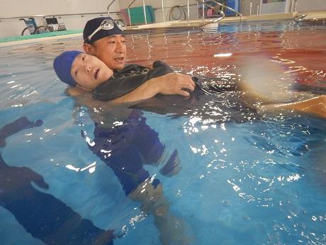 DSCN0392 - 今年度の第1回「重度障害者のプールのひろば」を開催しました!