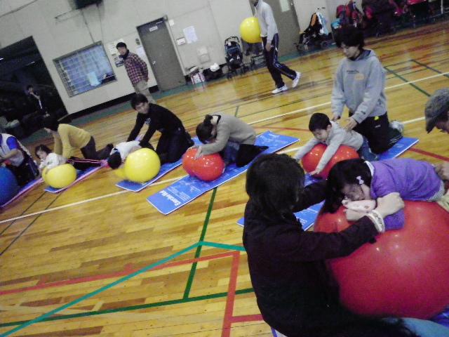 IMGP8625 - 親子で楽しむキッズ体操クラブより ・・・楽しく体操しています。