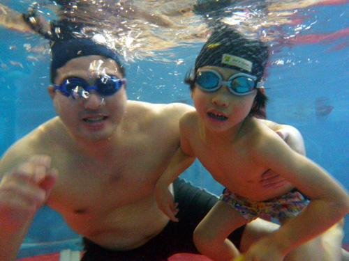 P1220067 - キッズ水泳教室より ・・・プールにて、親子で楽しんでいます。