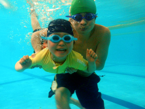 P1220074 - キッズ水泳教室より ・・・プールにて、親子で楽しんでいます。