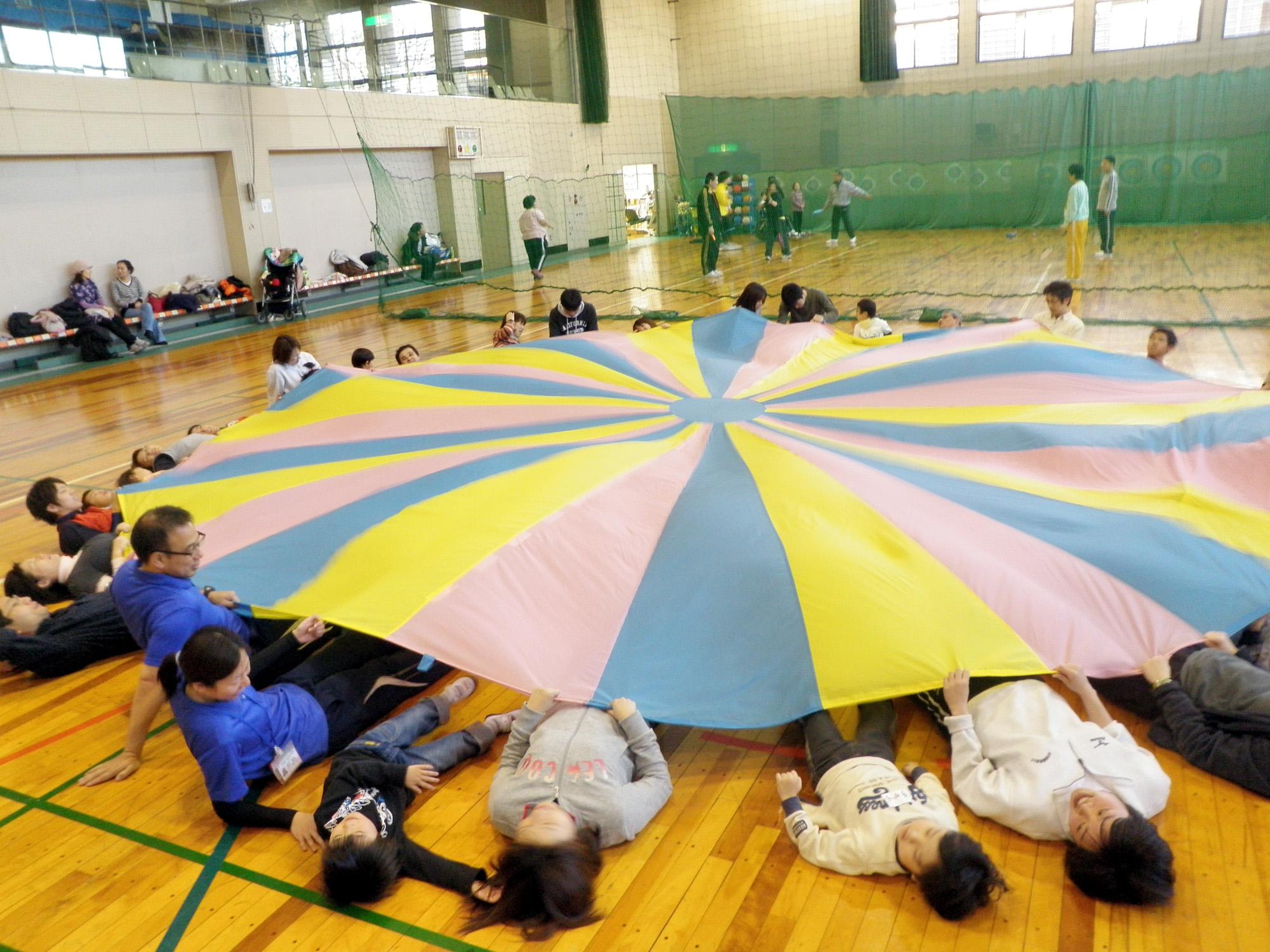 P1240330 - 親子で楽しむキッズ体操クラブ教室より ・・・親子でリズム体操を楽しんでいます。