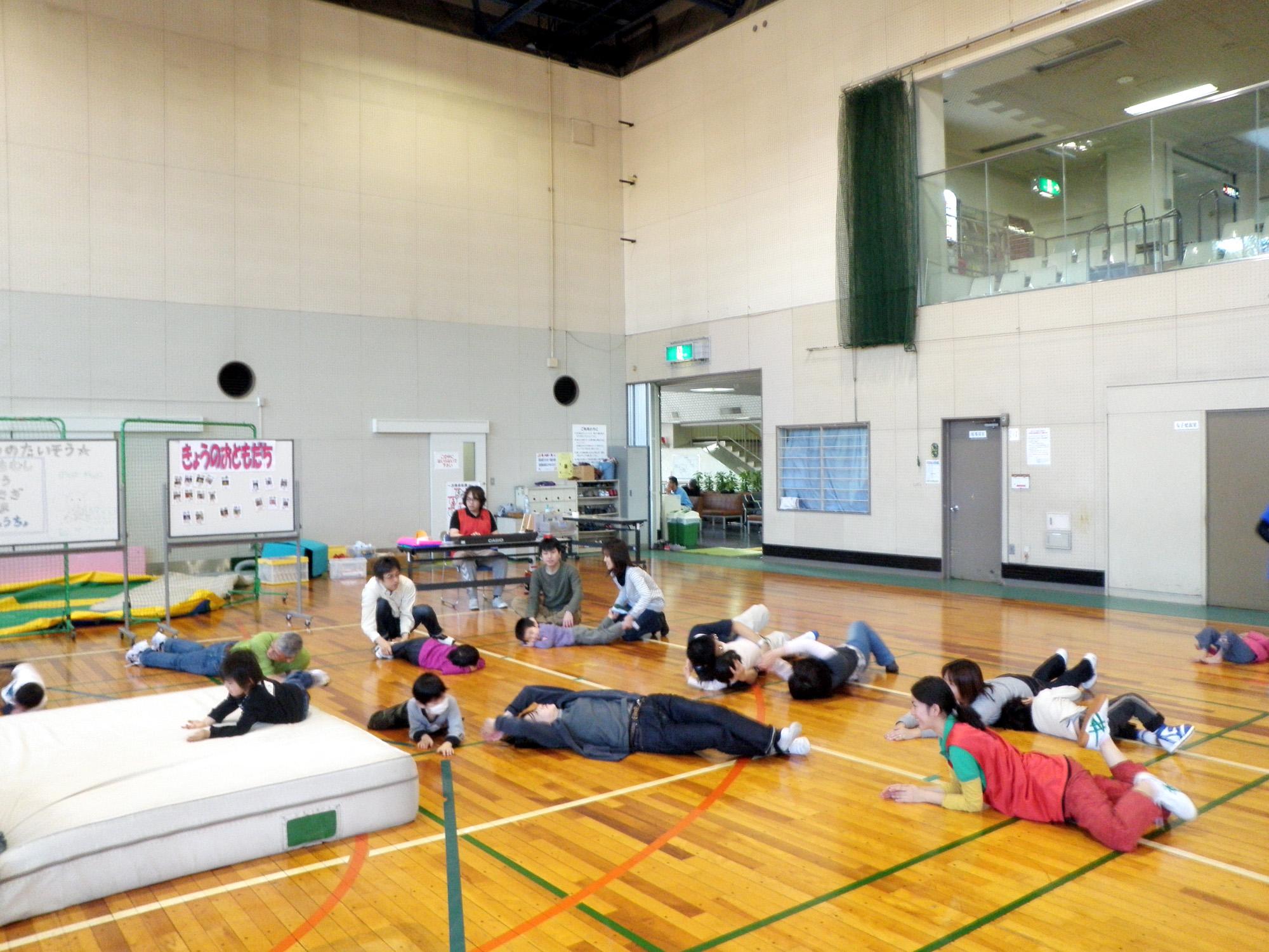 P1240342 - 親子で楽しむキッズ体操クラブ教室より ・・・親子でリズム体操を楽しんでいます。