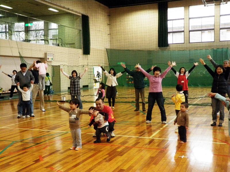 P3280750 - 親子で楽しむキッズ体操クラブ教室より ・・・親子でリズム体操を楽しんでいます。