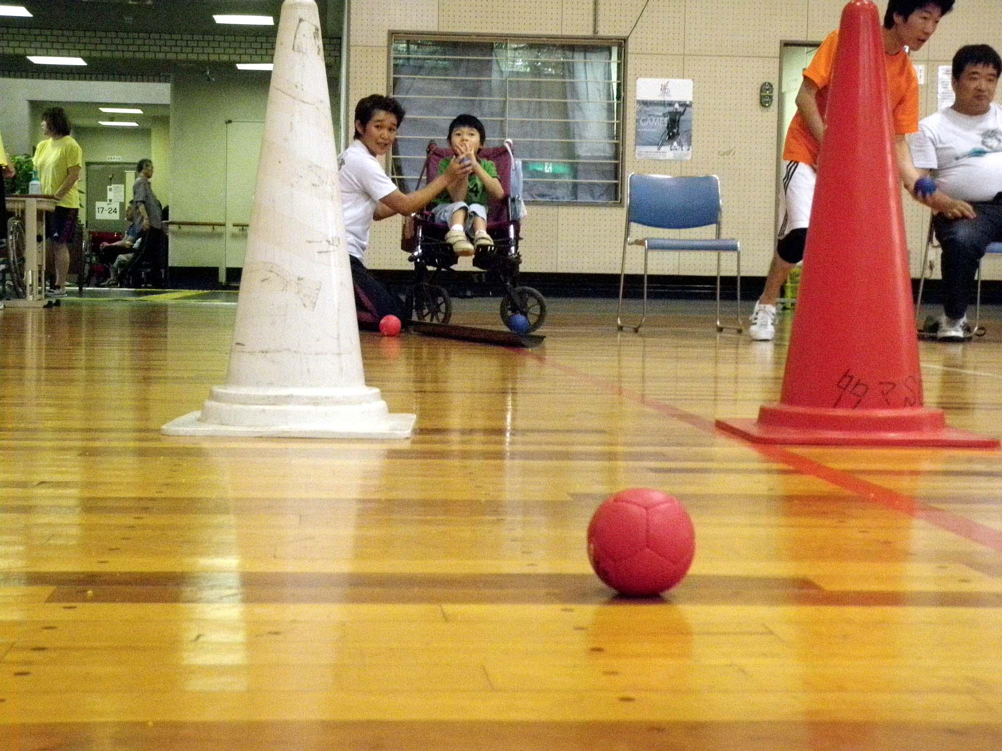 P6130152 - 重度障害者のためのボッチャ教室より ・・・ボッチャに挑戦しています。