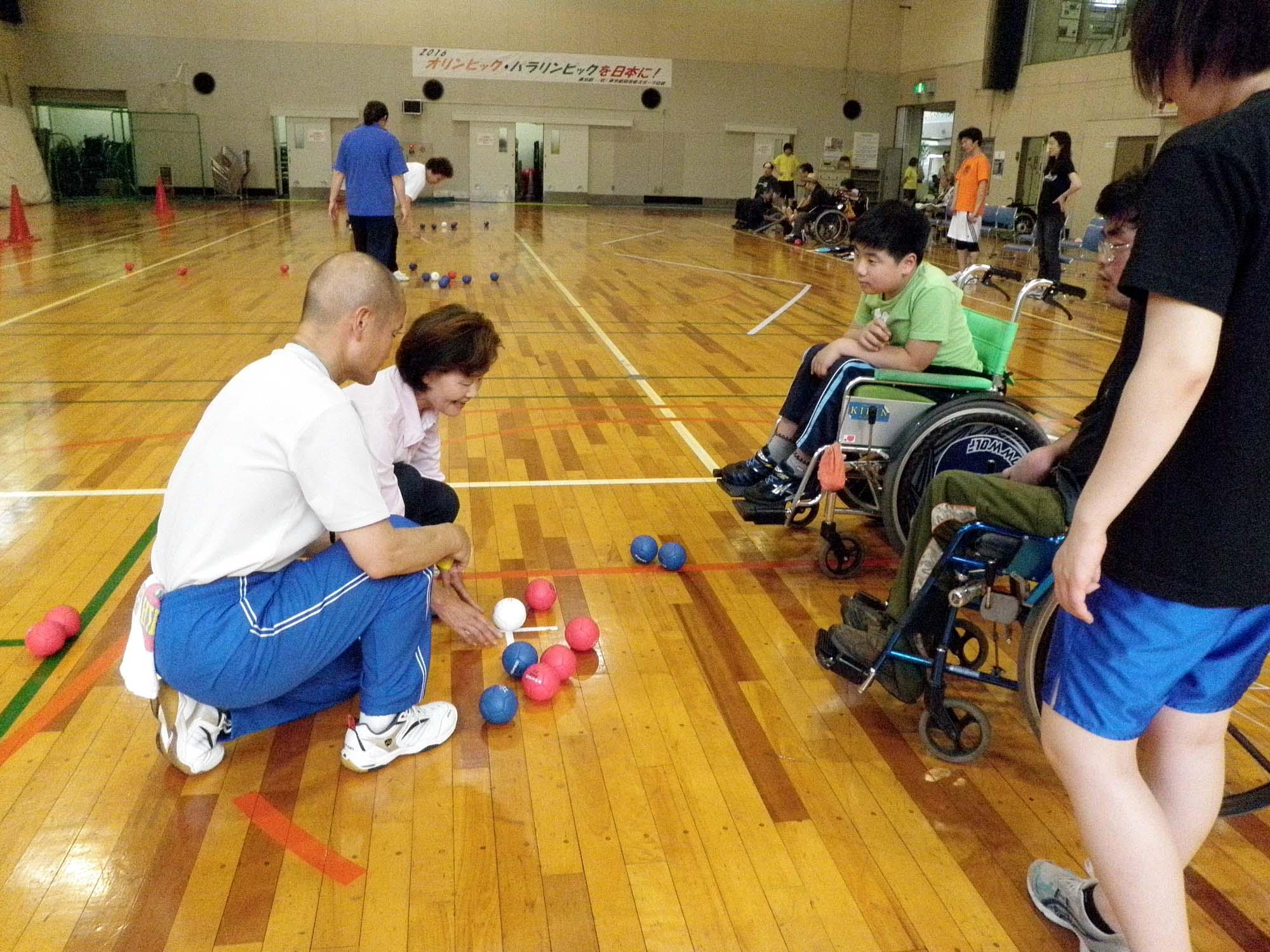 P6130158 - 重度障害者のためのボッチャ教室より ・・・ボッチャに挑戦しています。