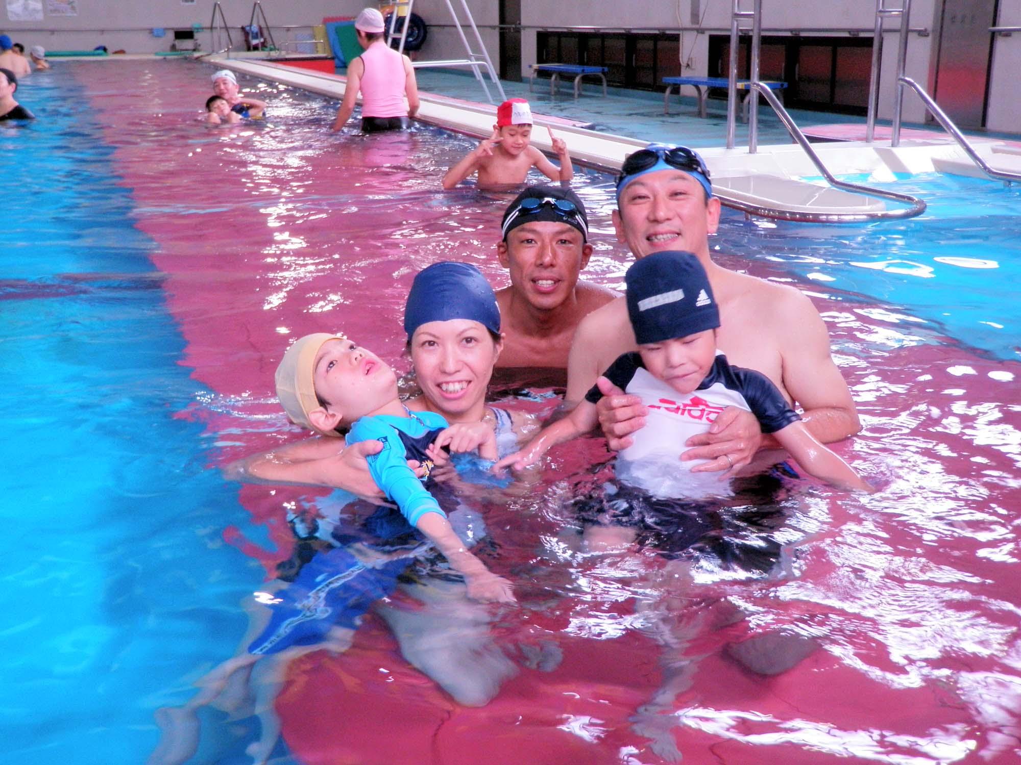 P7110311 - 重度障害者のための水泳教室より ・・・おだやかなプールで練習しています。
