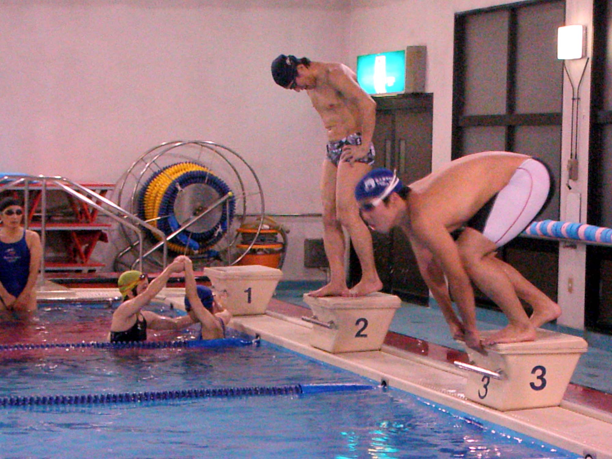 P8080041 - 都障水連による水泳教室より ・・・共催でおこなっています。