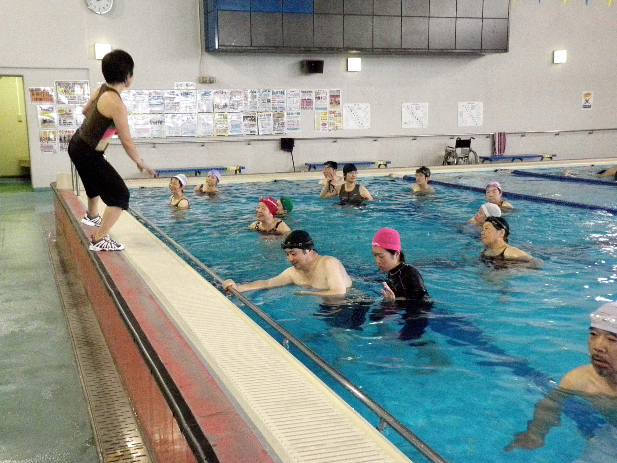 PA010310 - 水中運動教室より ・・・水のなかでエクササイズ。