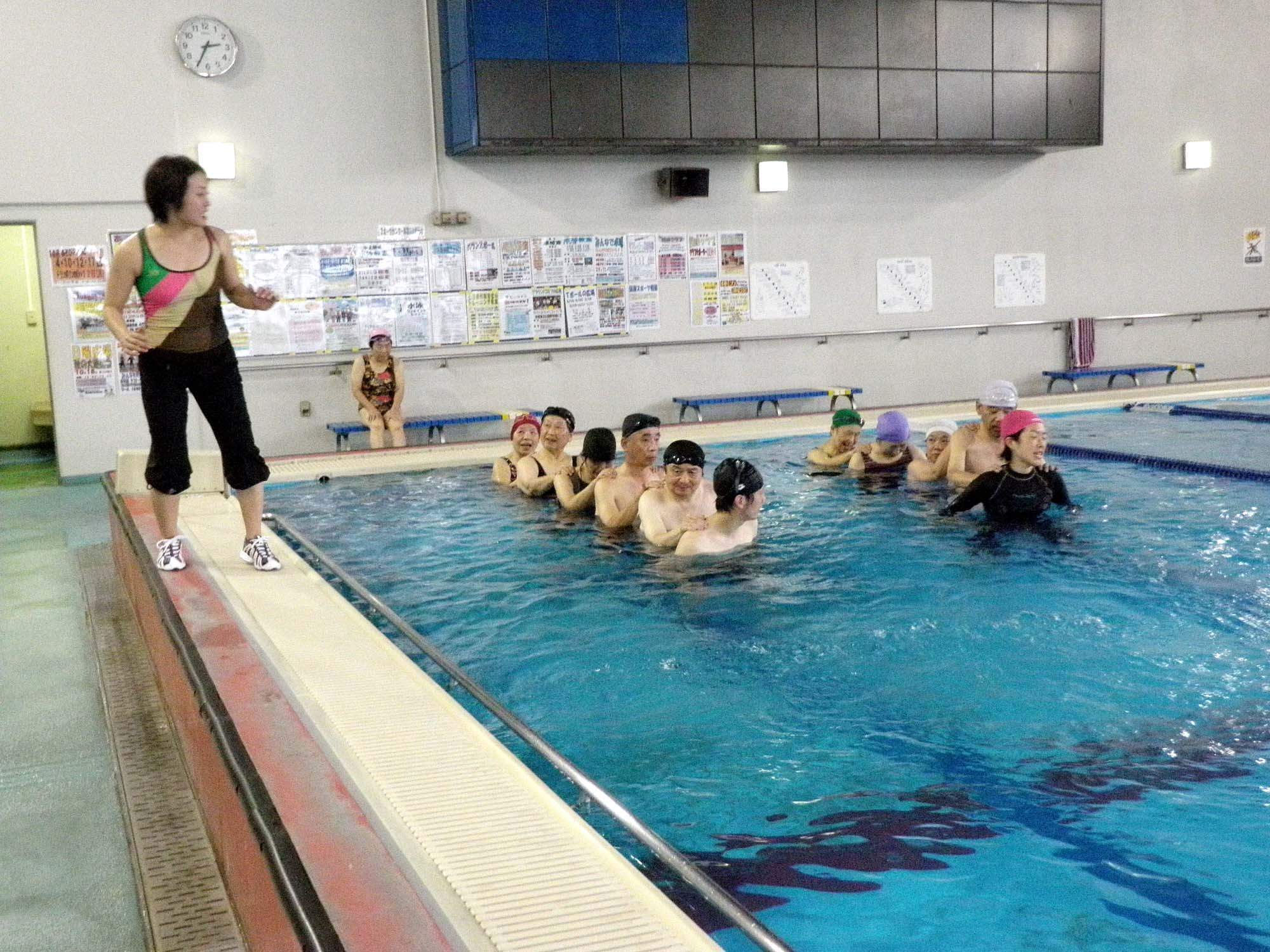 PA010317 - 水中運動教室より ・・・水のなかでエクササイズ。