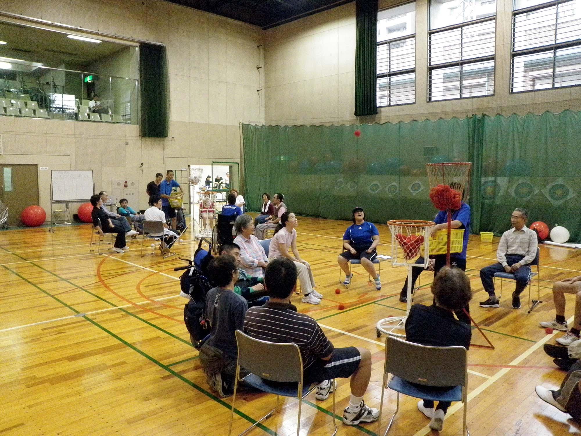 PA020335 - レクリエーション教室より ・・・10月はおもしろスポーツです。