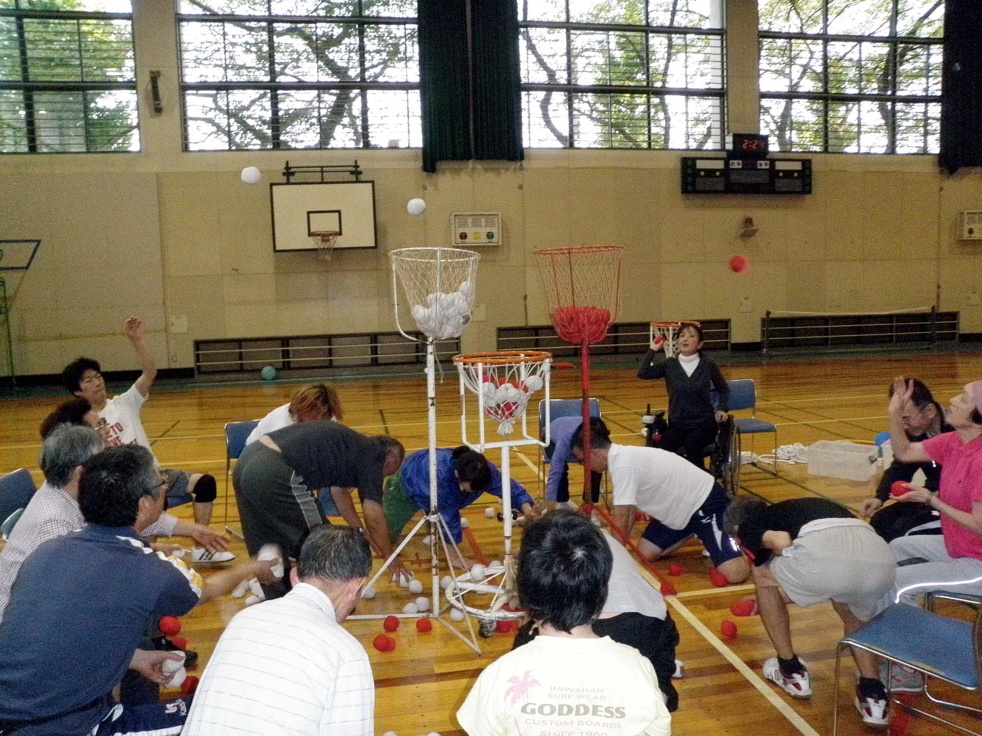 PA160519 - レクリエーション教室より ・・・10月はおもしろスポーツです。
