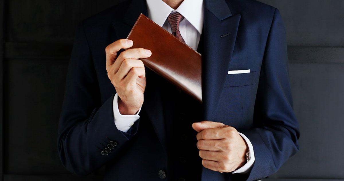 エレガンスを導く、紳士の革財布