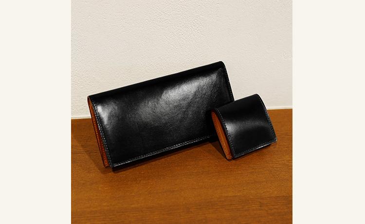 7d175ad5a5d2 「革小物はすべて黒で統一する、と決めている方もいらっしゃるほど人気の黒。革製品の場合、同じ黒でも製品によって微妙に色みが違うので、それぞれの味わいを楽しめ  ...