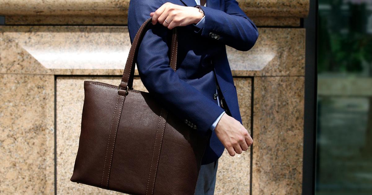 從容自信的工作姿態:皮革 Tote Bag 與我的日常