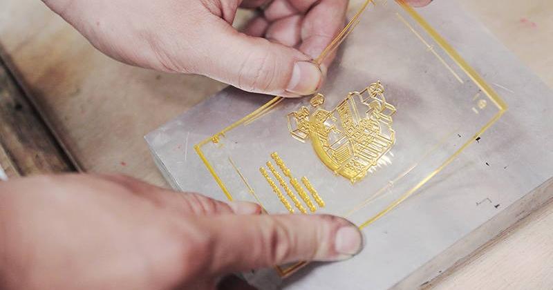 工藝探訪「凸版印刷」:壓印時間凹痕技藝的時分印刷
