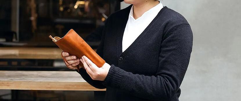 可隨物品多寡「纏繞」調整鬆緊的專屬筆袋