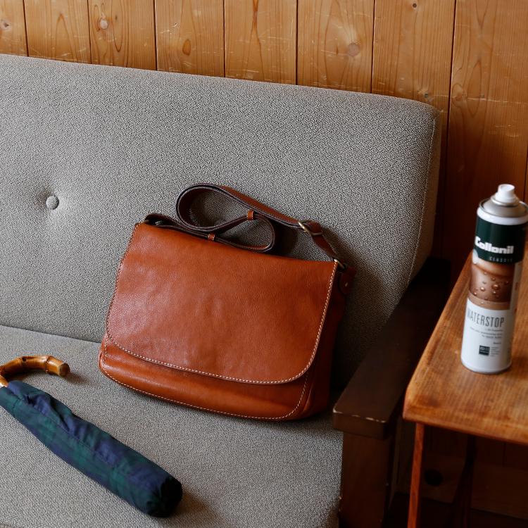 革のメンテナンス 02. 水や汚れから守る、防水ケア