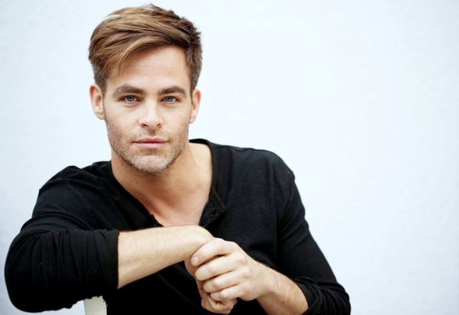 good-looks-too-hard-to-handle-american-actor-chris-pine-talks-about-the-burden-of-being-handsome.jpg