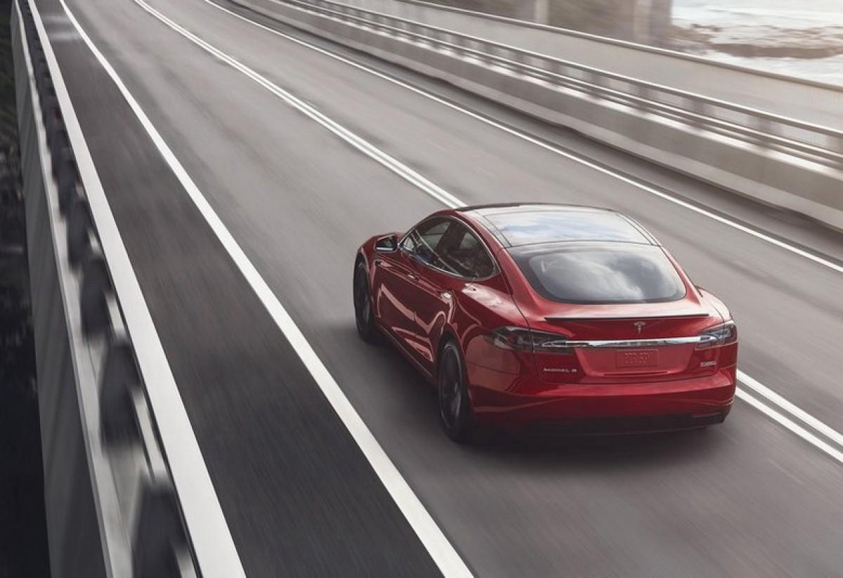 Tesla又出狠招! 提供新購車主體驗全自動輔助駕駛功能3個月