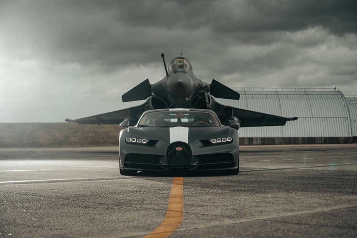 對決是為了向傳奇致敬─Bugatti Chiron Sport vs Dassault Rafale Marine飆風戰機!