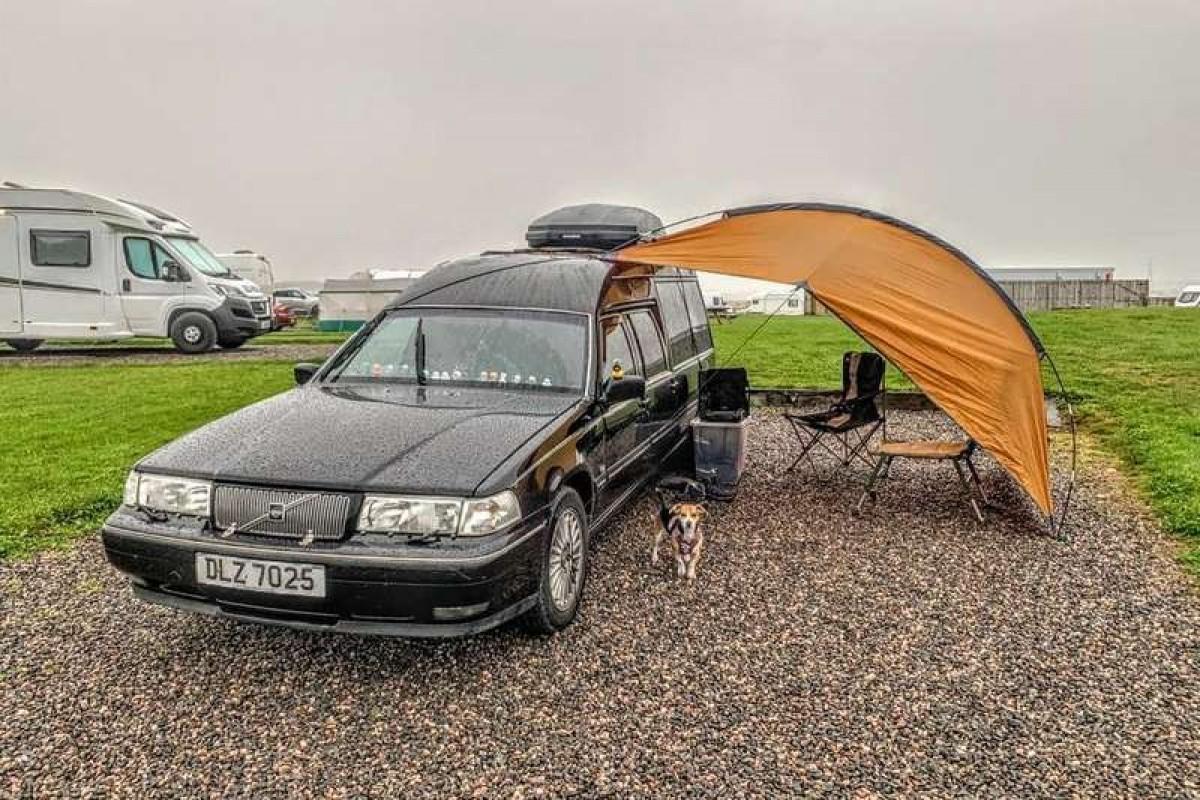 睡死人的Volvo 960靈車搖身一變成露營車,你敢睡嗎….
