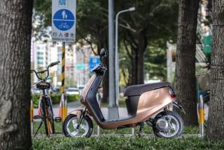 定位為電動自行車,懶得或不方便於都會中騎單車移動的女性、銀髮族或尚未能取得駕照的青少年們,就是emoving Shine所瞄準的銷售對象。