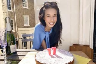 莫文蔚浪漫過生日,老公親做蛋糕幸福寫在臉上。