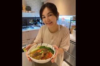 【車勢星聞】Ella陳嘉樺好廚藝,接下《十得私廚》冷凍食品新代言。(圖:十得私廚樂提供)