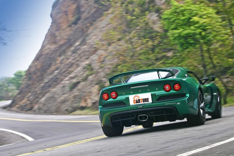 彎裡驅策Lotus Exige S就像是初嚐肋眼蓋般洋溢幸福感,而且還帶有不少充滿冒險意味的氛圍在。