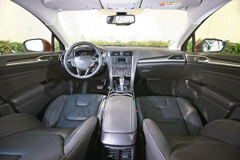 車室空間屬於剛好的那種,車室質感呢...也是差不多剛好而已。