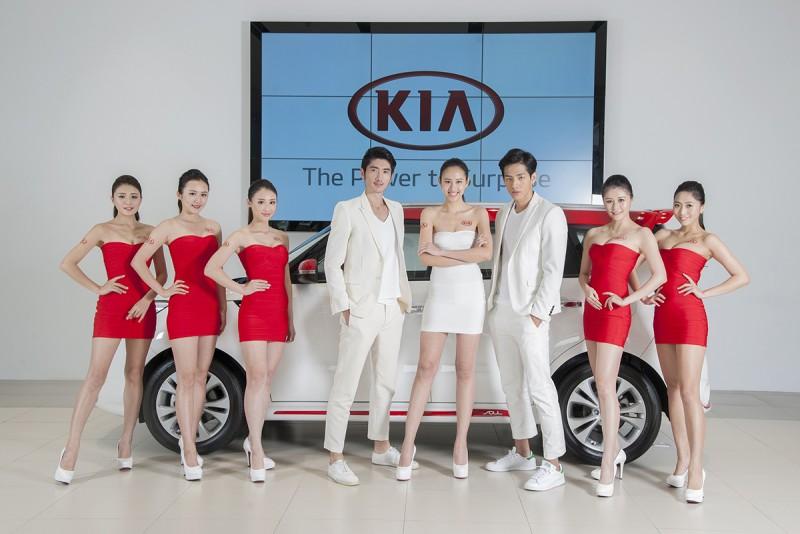 KIA韓流人氣車模團與KIA Girl(紅色服裝者)由左至右依序:蔣佳紋、唐寧、蘇渝琇、高宇橋、李翎澐、劉名凱、吳東瑾、吳孟蓁