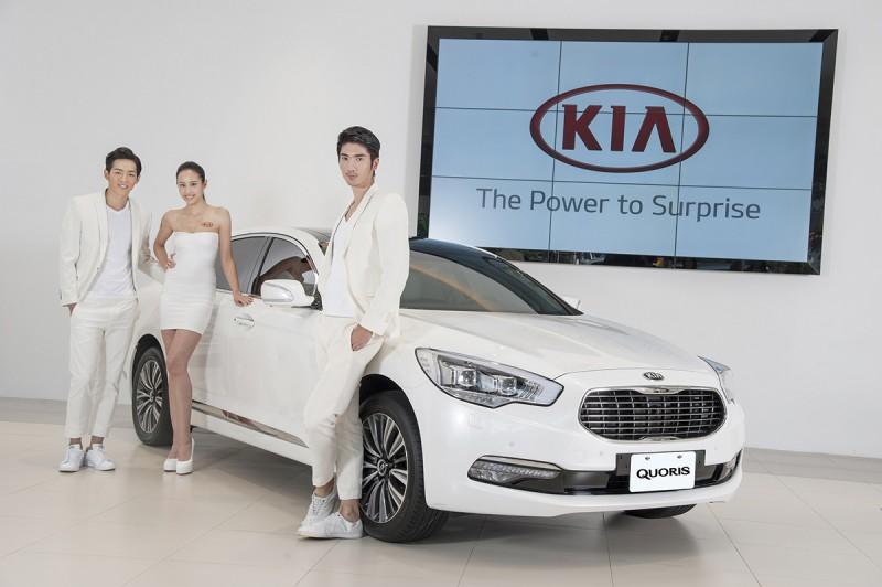 KIA韓流人氣車模團由左至右依序:劉名凱、李翎澐、 高宇橋