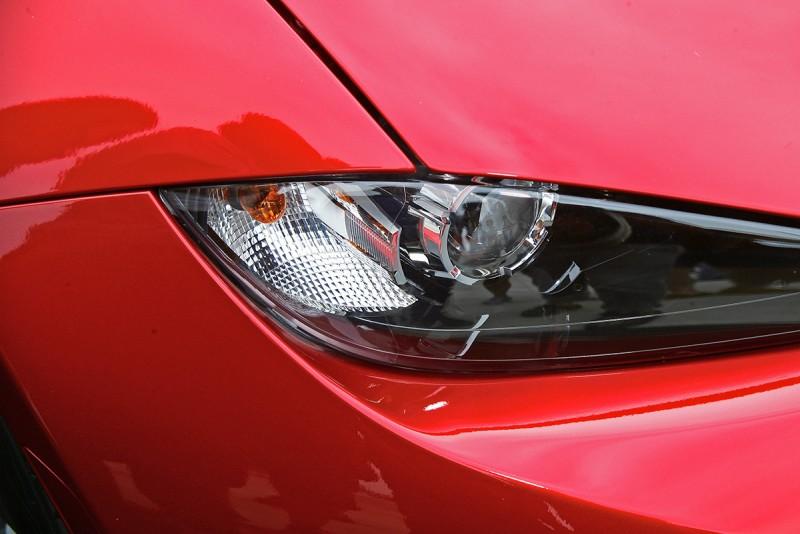 依照山本修弘的說法,全新mX-5帶入了更多仿生物元素的頭燈設計,讓新車有如小型貓科動物般的慧詰靈動。