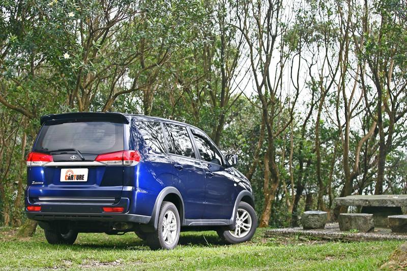 新車擁有更加洗鍊精緻的細節設計,更朝轎式休旅方向邁進。