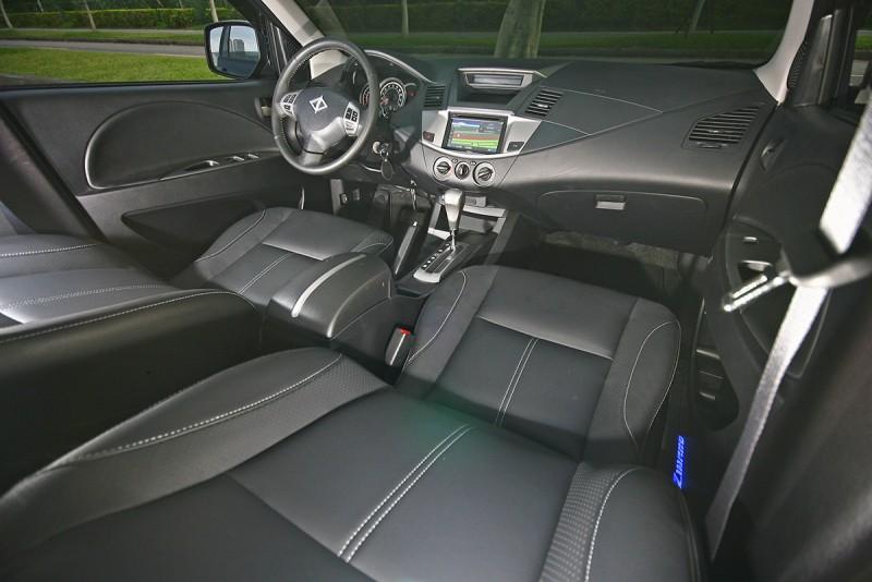 車室內延續既有輪廓與線條,但在壓花與用料部分卻獲得相當程度的進展。