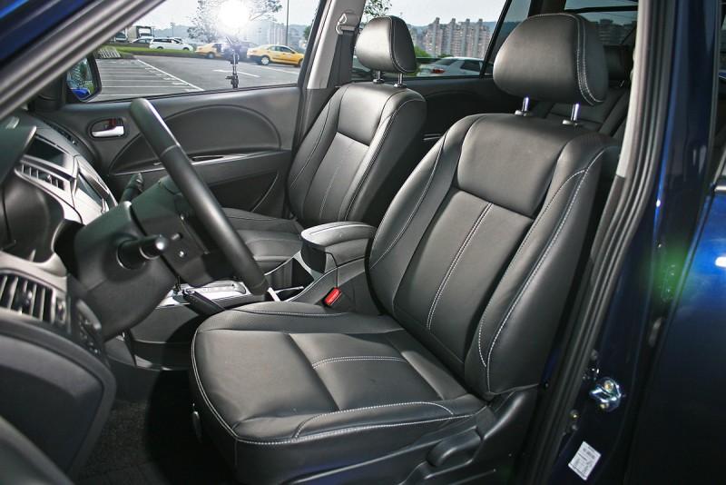 較高階的豪華型與旗艦影音型版本擁有皮質座椅,無論觸覺或視覺質感都更接近乘用車。