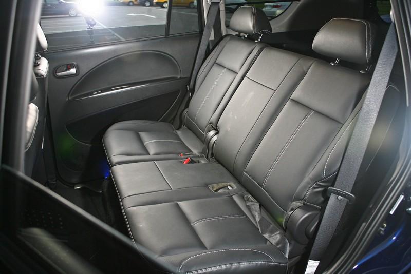 受惠於寬闊車室,後座空間實在有夠奢侈!