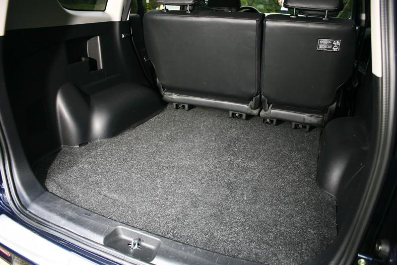 身為商旅車,擁有寬裕的行李廂空間自是理所當然。