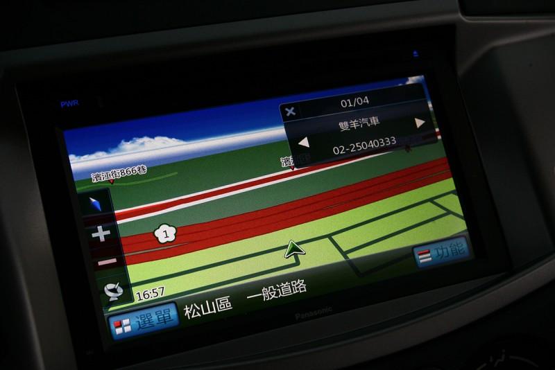 旗艦影音型標配多媒體觸控螢幕,同時具備衛星導航功能。