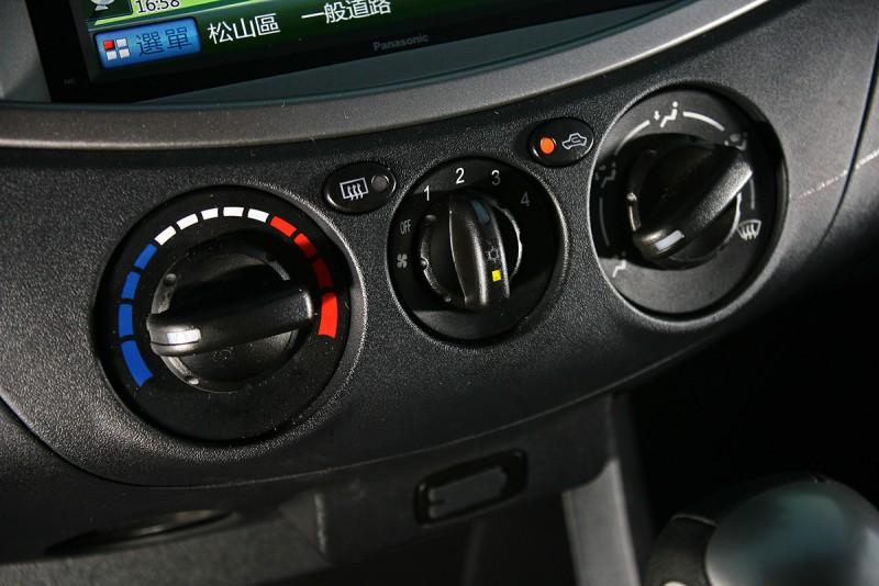 全車系並未配備恆溫空調,但其實旋鈕式手動控制也沒什麼不好。