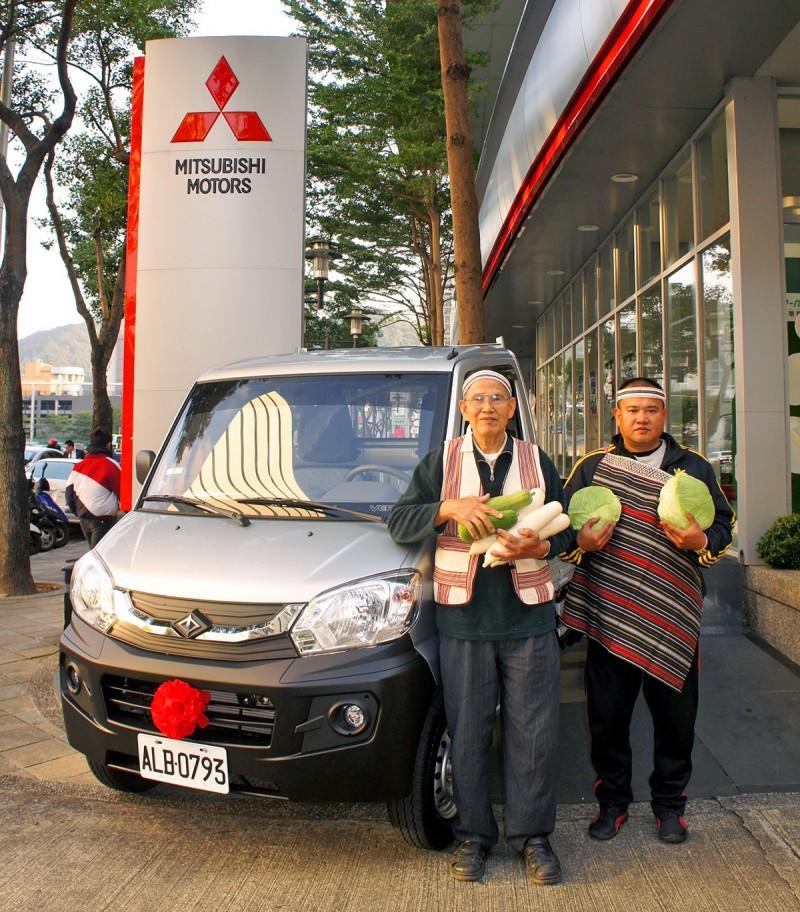 中華汽車推出原住民購車補助,原民農友蕭安正歡喜交車。