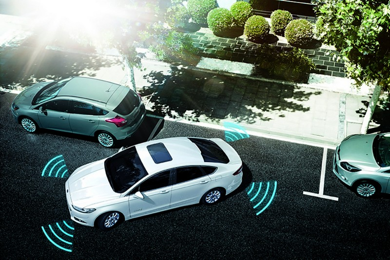 主動式停車輔助系統開啟後,系統會自動掃描停車區域,當找到可用車位時,系統會自動控制車輛的轉向,而駕駛者只需根據顯示屏上的提示控制車輛的檔位、剎車和油門即可輕鬆完成停車入位。